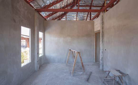 Algumas das vantagens de começar a construir uma casa do zero é que o imóvel será projetado de acordo com as necessidades da família, não serão necessárias reformas e os acabamentos são do gosto do proprietário (Foto: Reprodução/Shutterstock)