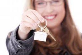 Pesquisa revela que mulheres são maioria na busca de imóveis para compra e aluguel